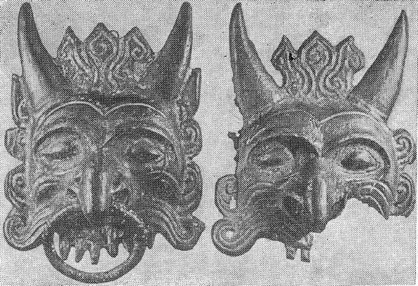 Маски-ручки, найденные во дворце близ Абакана